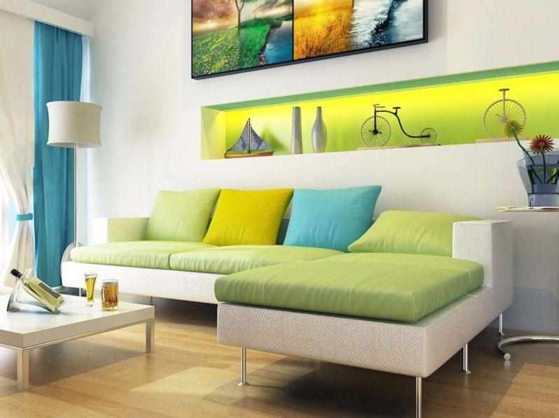 Moderní pohovka s pistáciovými sedáky a limetkově zelenými detaily