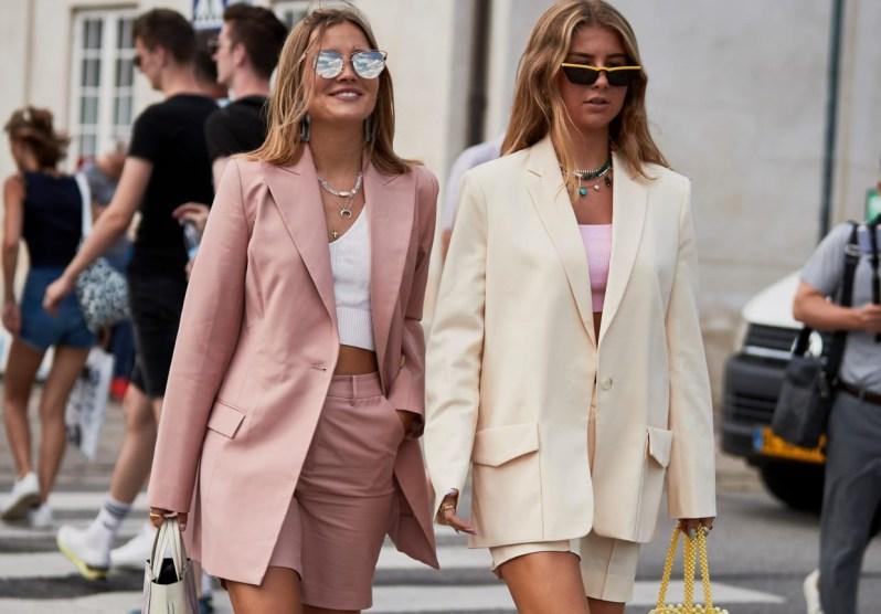 blondýny v saku a kraťasech, růžová, béžová, kodaňský týden módy