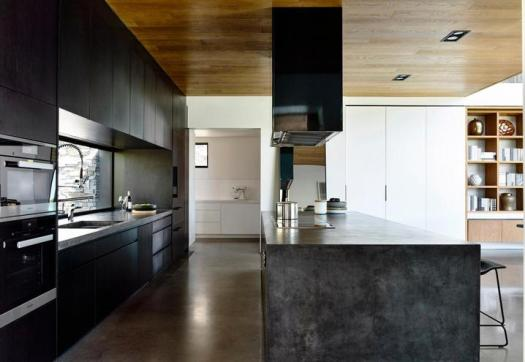 cozinha com moveis escuros