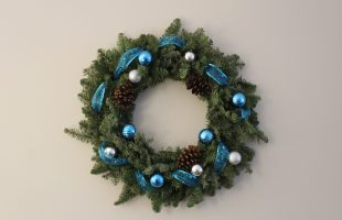 Add some colour to your Christmas wreath