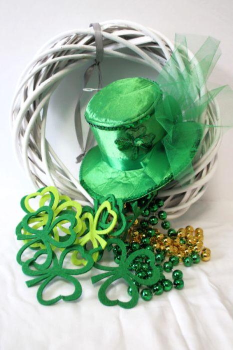 Shamrock wreath for St Patricks Day using dollar store supplies DIY wicker wreath