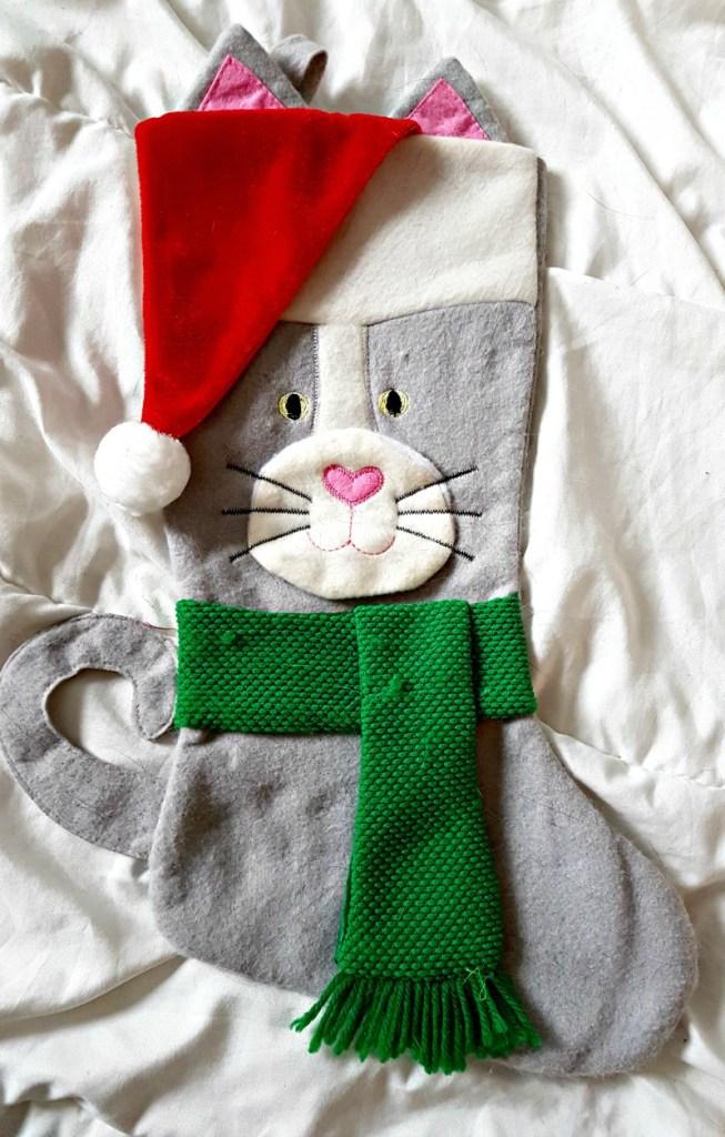 DIY Christmas stockings|DIY Xmas stockings|Easy Xmas stockings|Classy christmas stockings|white christmas stockingschristmas stockings||cat Christmas stocking|kitty stocking