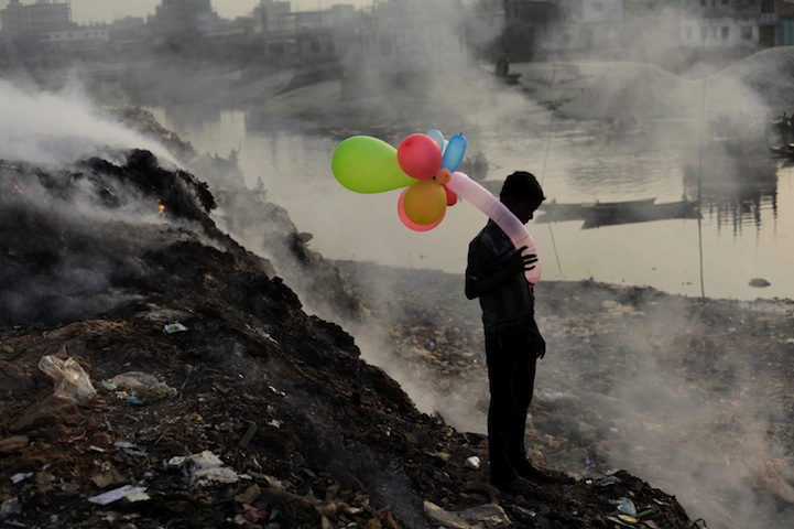 Life Along The Polluted River - 2013-11-30_238996_people.jpg