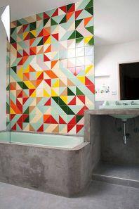 Banheiro em cimento queimado e mosaico