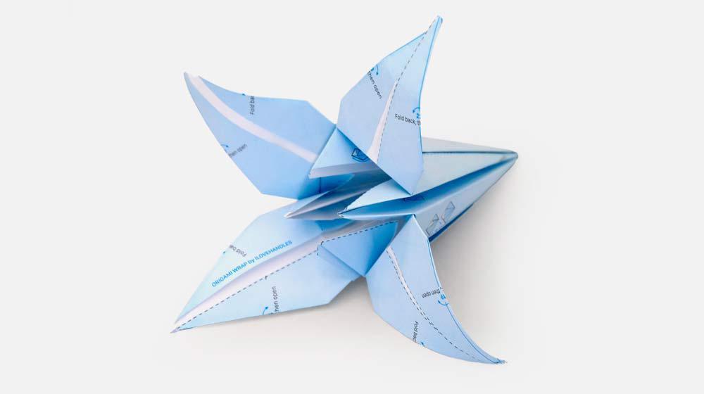 Origami de flor criado com o papel de embrulho da ILOVEHANDLES