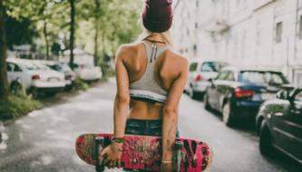 Подборка обоев Красивых девушек со скейтом