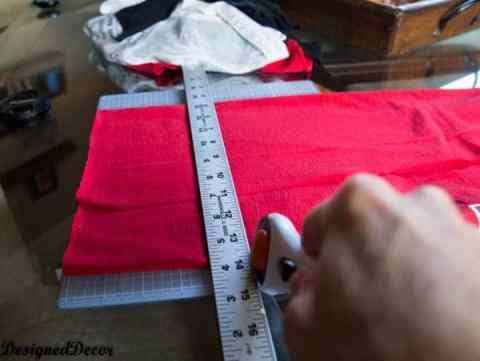 how to cut a Repurposed T-Shirt Rug