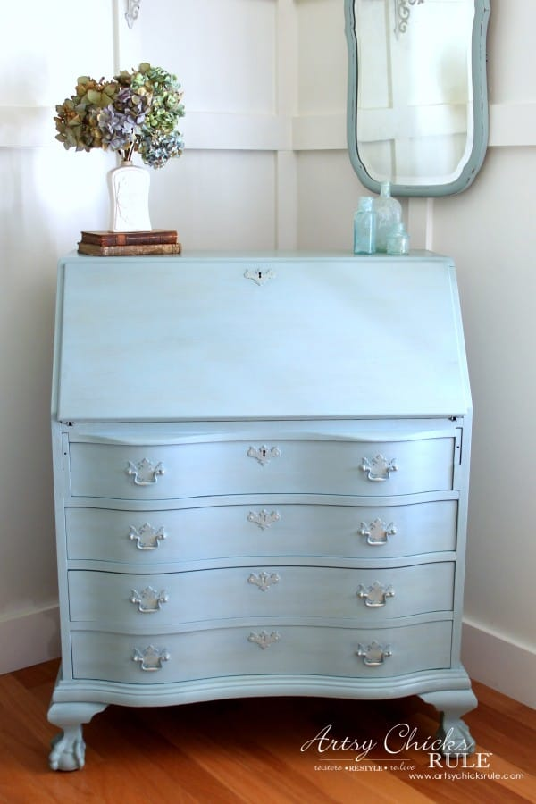 Secretary-Desk-Makeover-Chalk-Paint®-by-Annie-Sloan-AFTER-1-MadeItMyOwn-sp-chalkpaint-artsychicksrule-600x900 (1)