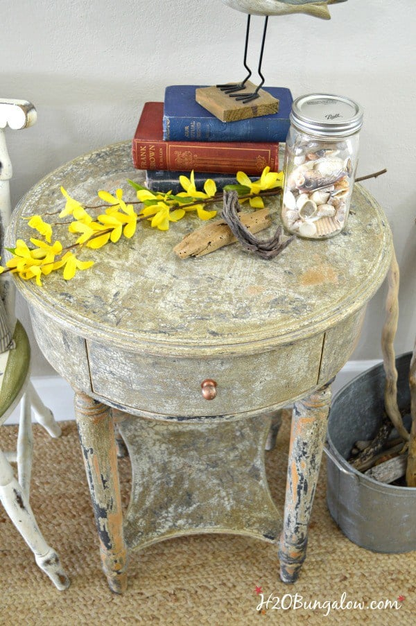 DIY-tutorial-for-aged-chippy-paint-finish-H2OBungalow