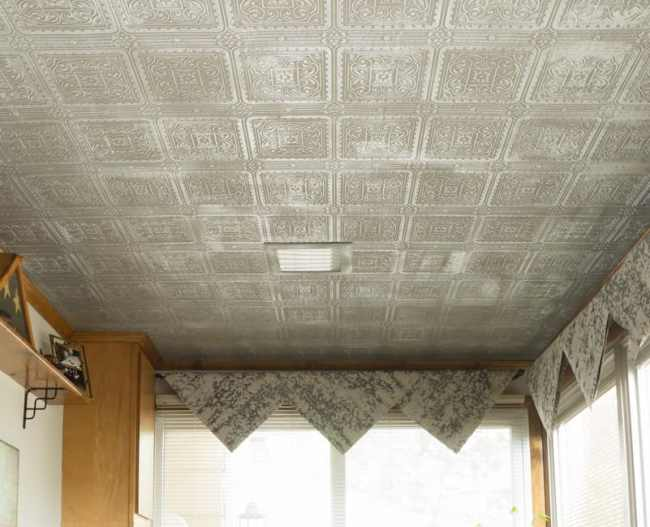 Diy-Faux-Tin-Tile-Ceiling using paint and wallpaper