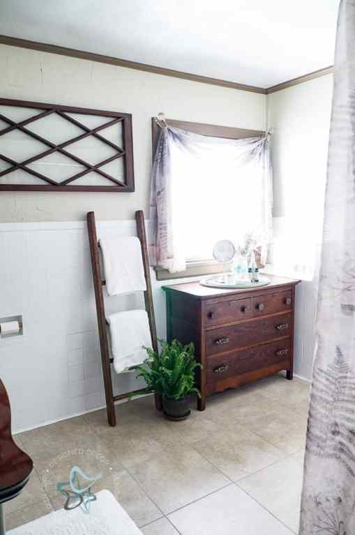 Simple ways to Update an outdated Bathroom