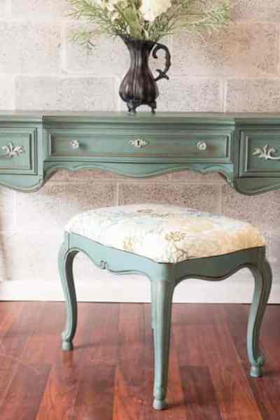 How to use Milk Paint to Achieve a Beautiful Vanity Makeover