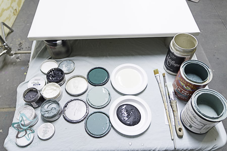 Use acrylic base paints for painting an art canvas