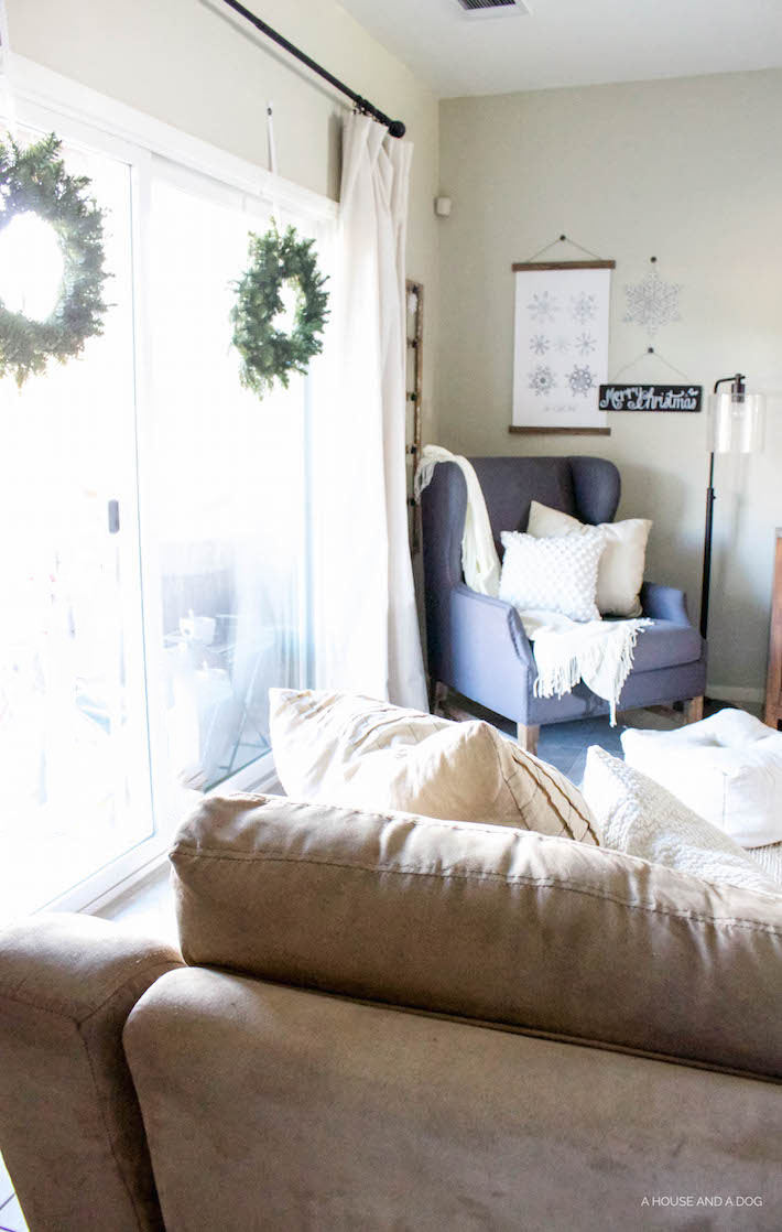 Modern Farmhouse Christmas - Living Room | designedsimple.com