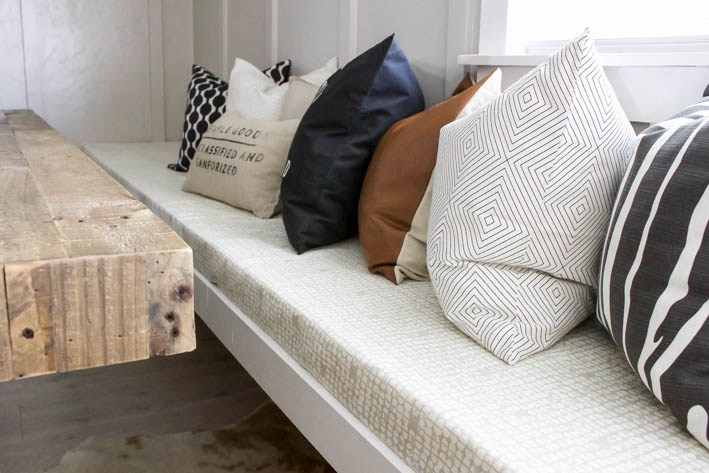 DIY No Sew Bench Cushion | helloALLISONblog.com