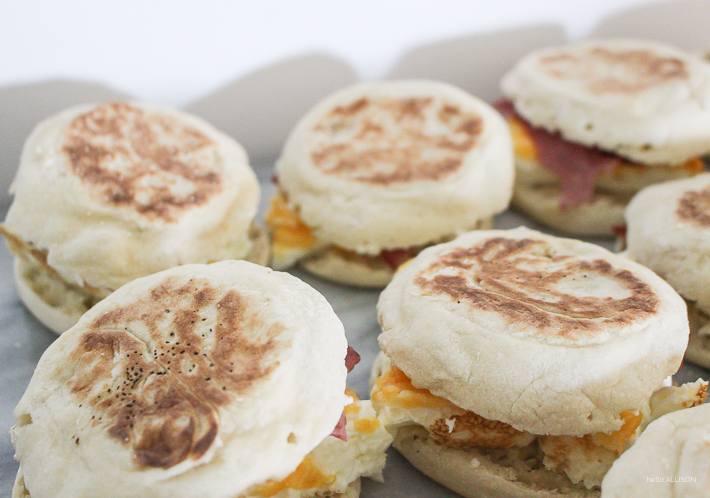 Save money and make your own breakfast sandwiches! Freeze and take on the go!   designedsimple.com