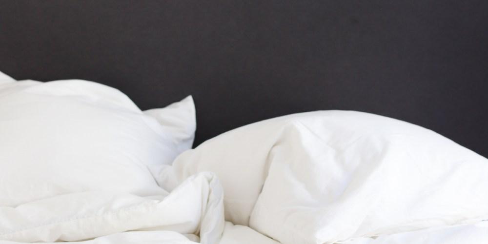 How to Keep White Bedding White + Bright | Designed Simple | designedsimple.com