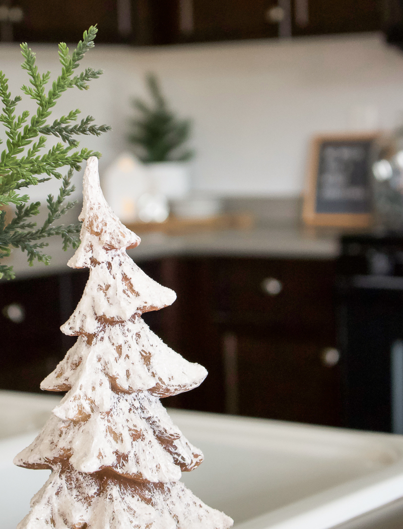 Christmas House Tour 2018 - Kitchen & Dining Room | designedsimple.com