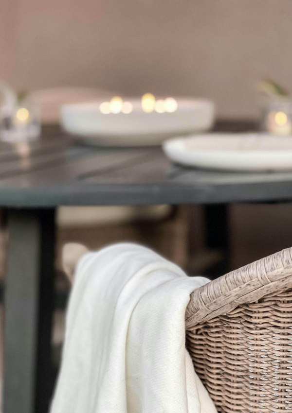 Neutral Tablescape for Outdoor Dining