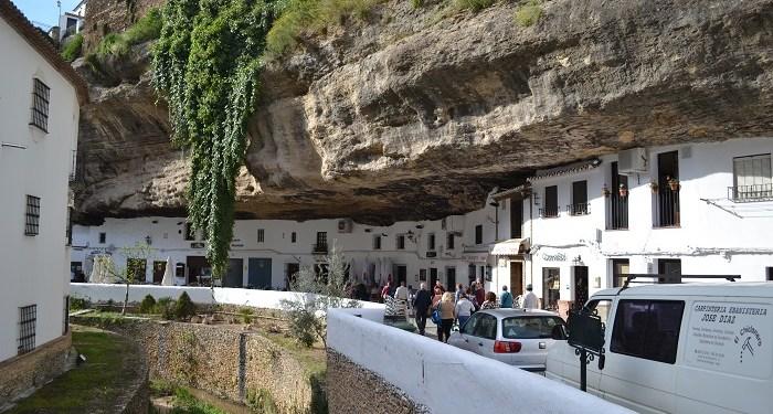Setenil de las Bodegas, orăşelul cu balcoane frumoase construit în stâncă