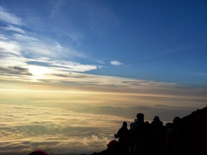 Japonia - Răsăritul soarelui pe muntele Fuji