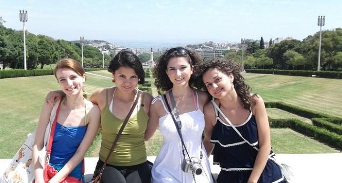Distracţie cu prietenele la Lisabona
