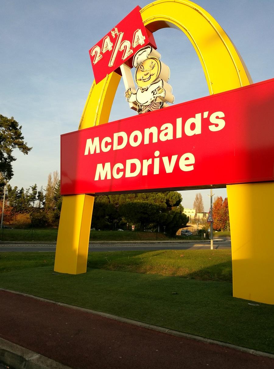 Călătorie în anii '50 în cel mai cool McDonalds