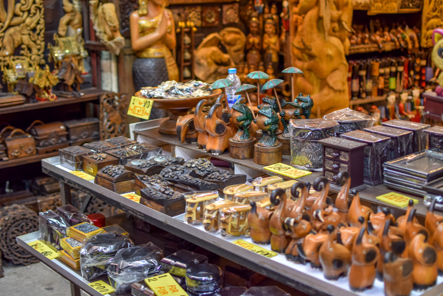 Ghid complet Chiang Mai - Night Bazaar