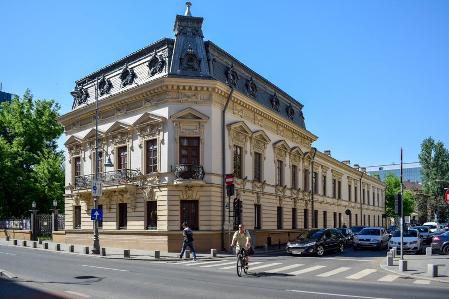 La pas pe Calea Victoriei - obiective în București - Casa Filipescu Cesianu