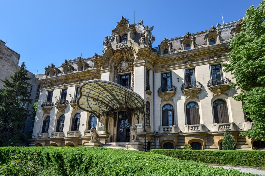 La pas pe Calea Victoriei - obiective în București - Palatul Cantacuzino