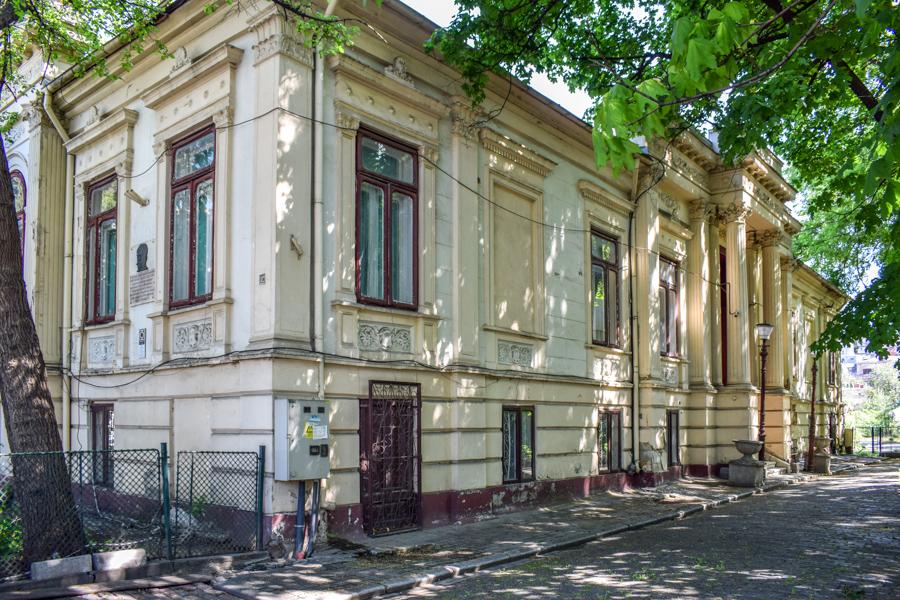 La pas pe Calea Victoriei - obiective în București - Reședința Manu