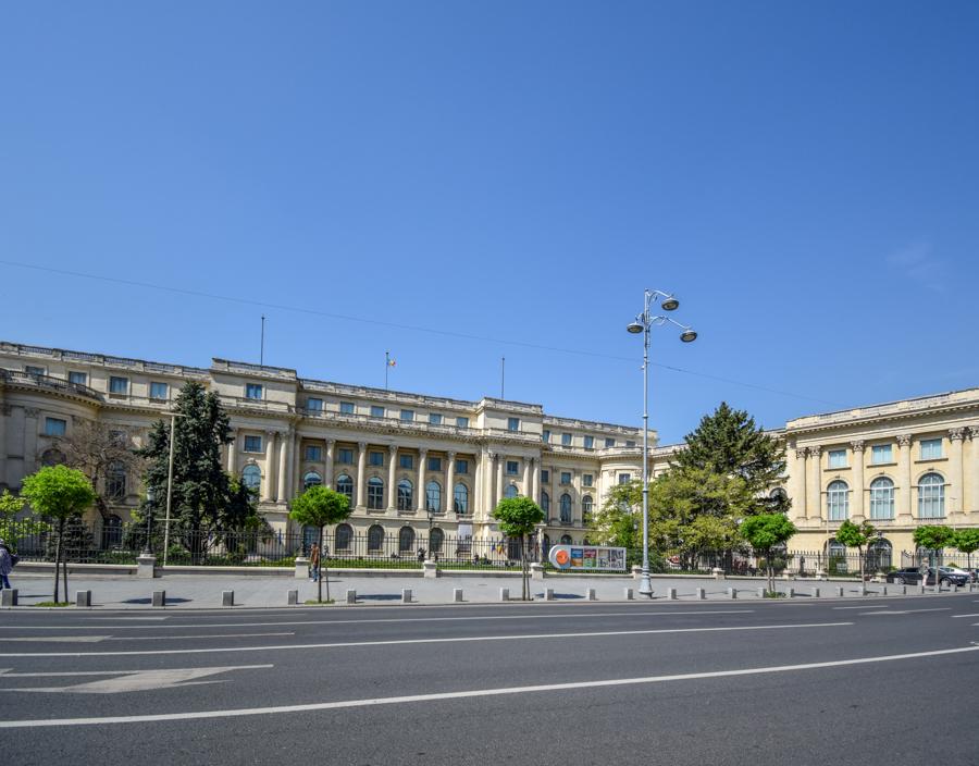 La pas pe Calea Victoriei - obiective în București - Palatul Regal