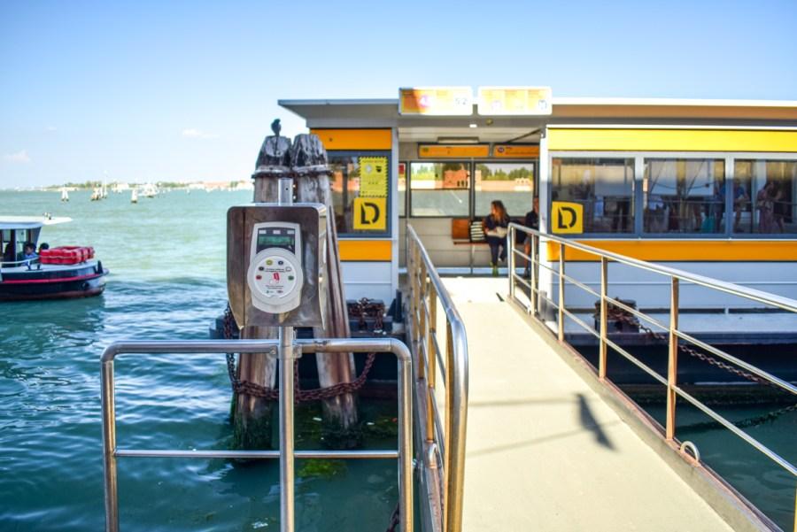 Vaporetto din Veneția - cardul de transport trebuie validat
