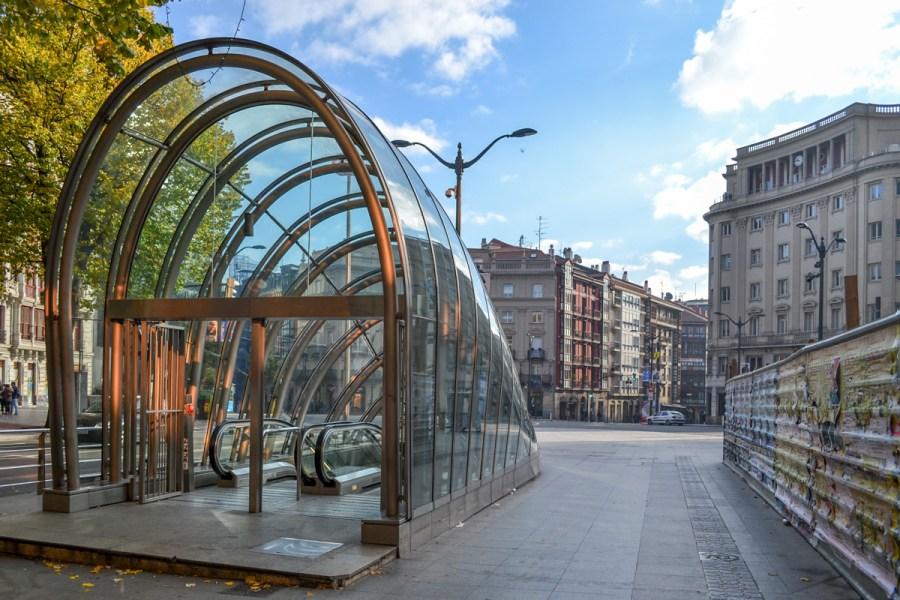 Top 10 obiective de vizitat în Bilbao, Spania - stație de metrou a lui Norman Foster
