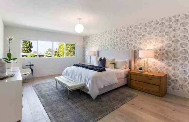 Geniş tahta avrupa meşe parke zeminli yatak odası