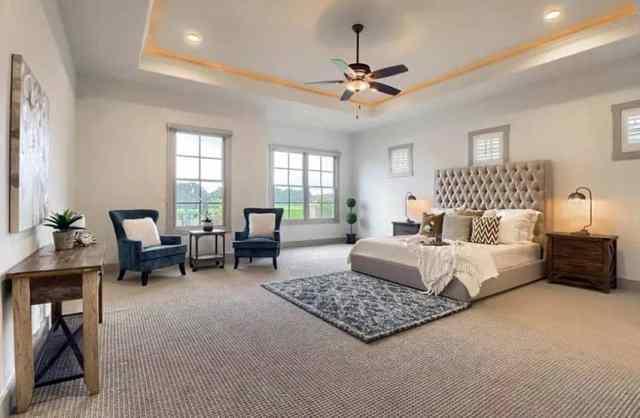 Kare desenli berber halı zeminli ebeveyn yatak odası