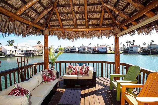 Dış mekan mobilyalı sahil arka bahçesi