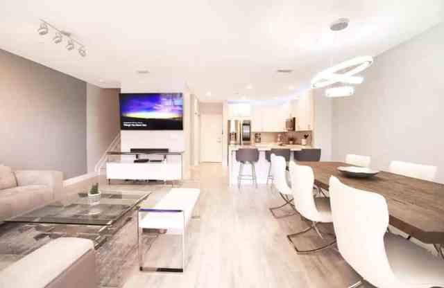 Açık oturma odası mutfak yemek odası ile modern bodrum daire