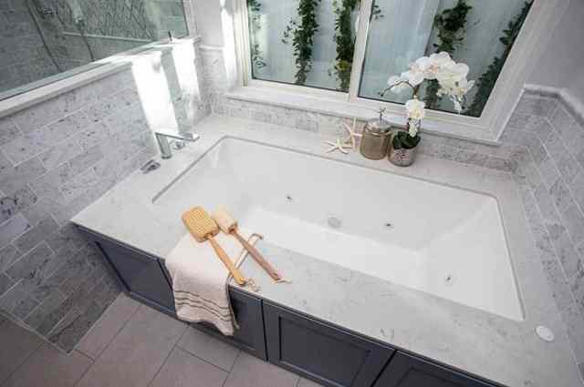 Cumbalı küvetli banyo