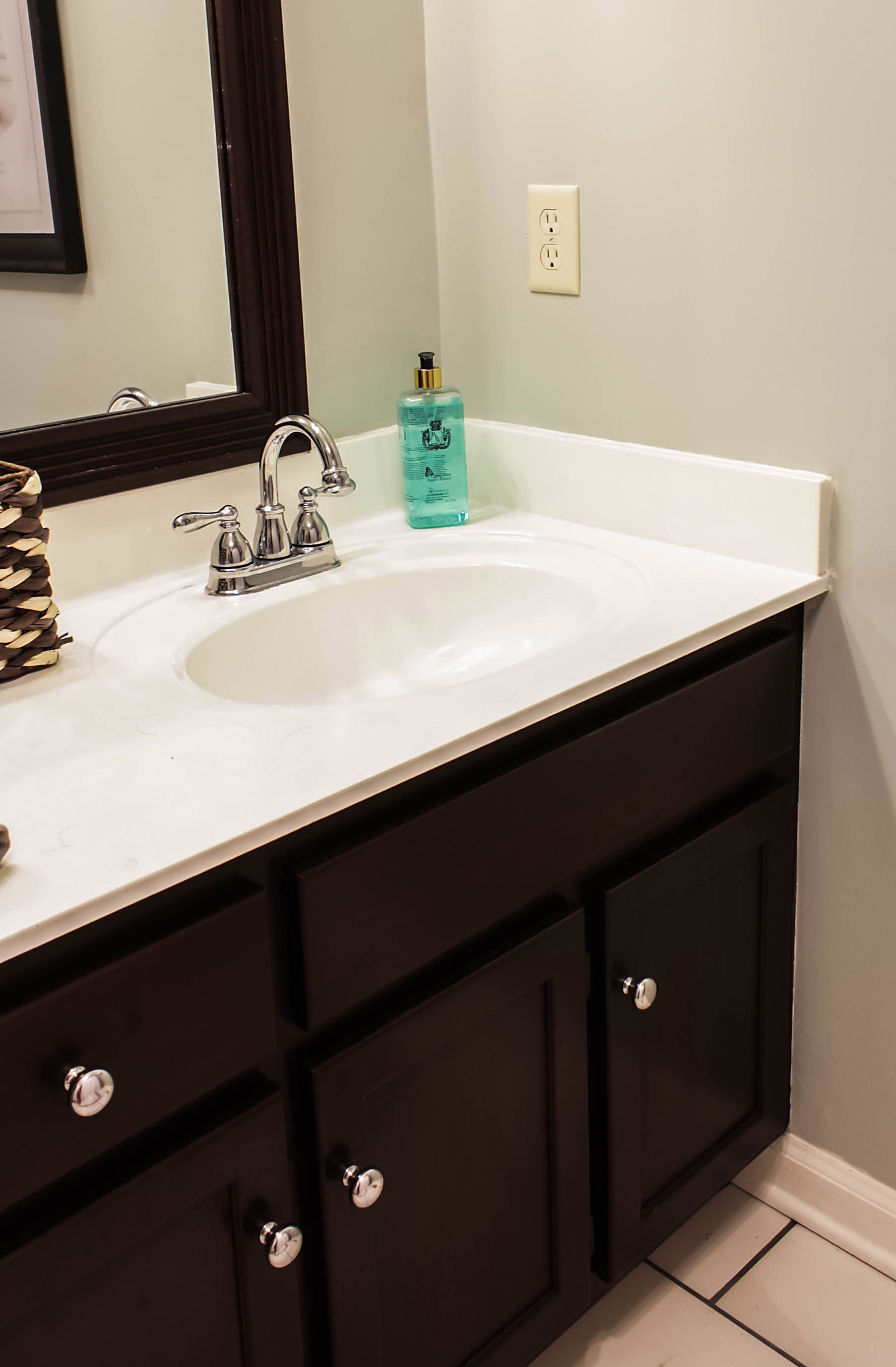 how to paint cultured marble countertops diy tutorial rh designingvibes com Bathroom with One Piece Sink Countertops Veined Cultured Marble Vanity Tops