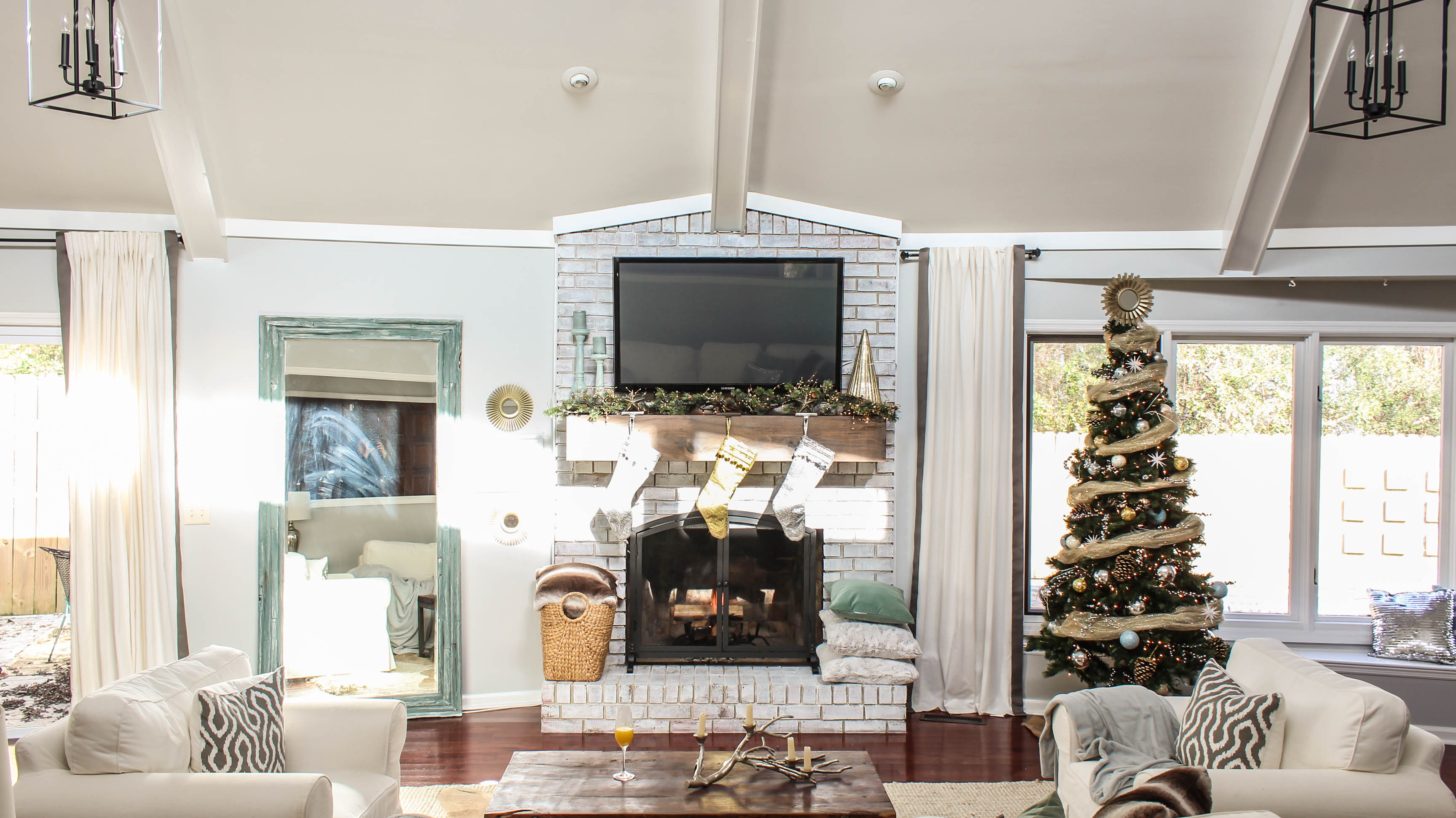 How to decorate my living room for christmas - Neutral Modern Christmas When Decorating My