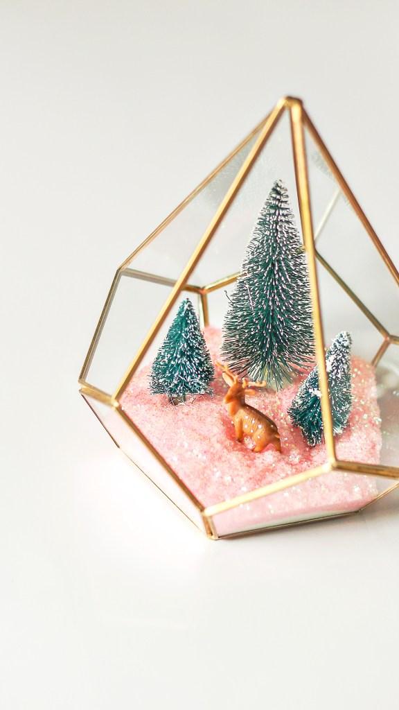 Christmas terrarium DIY. Modern Christmas decor ideas.