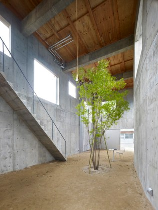 House-in-Yagi-by-Suppose-Design-office_dezeen_2