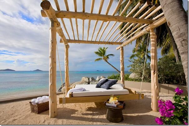 dream-bed-in-beach-park