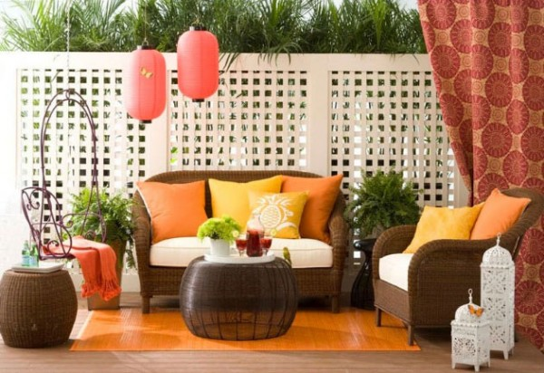 Allison-Lind-colorful-outdoor-space