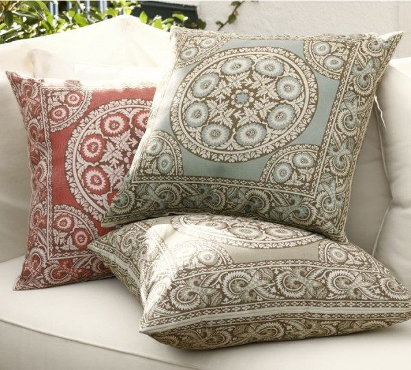 outdoor-pillow-mosaic-pattern