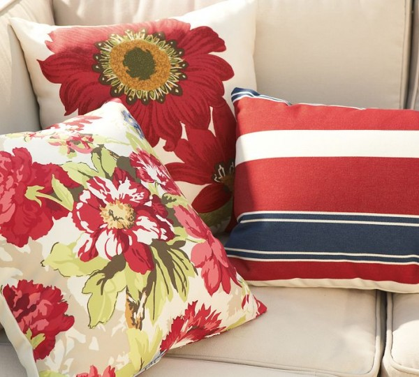 outdoor-pillows-red