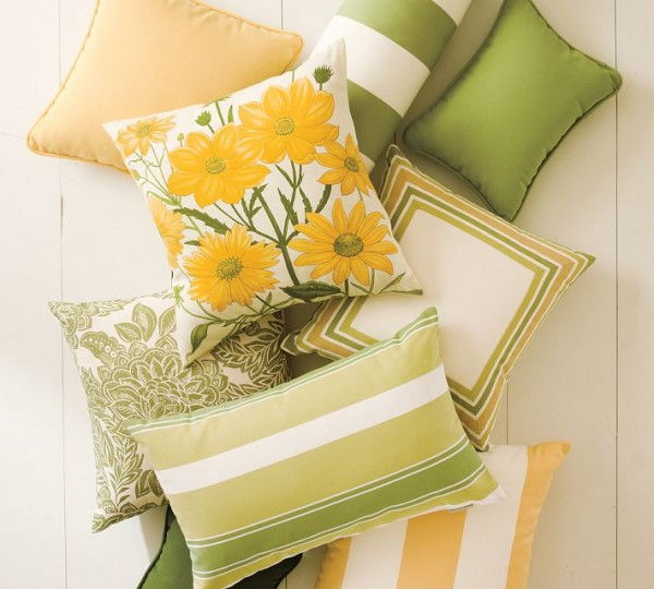 outdoor-pillows-yellow