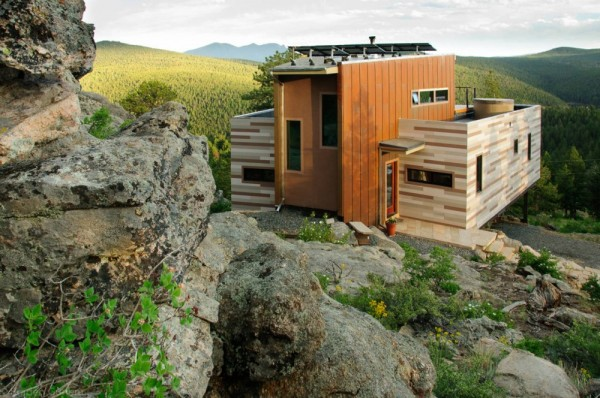 eco-friendly-shipping-container-house