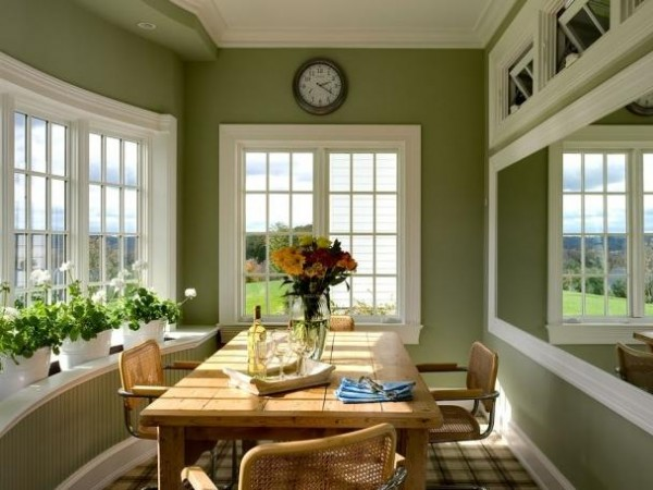 green-walls-dining-room